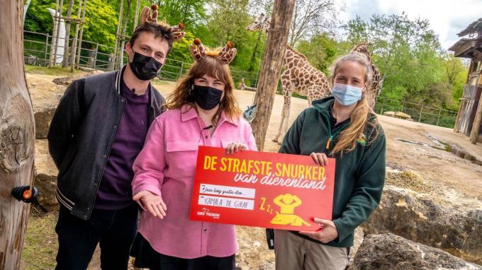 Maarten Vancoillie, Dorothee Dauwe, Kamala de giraf en verzorgster Melissa© Eric Jaminet