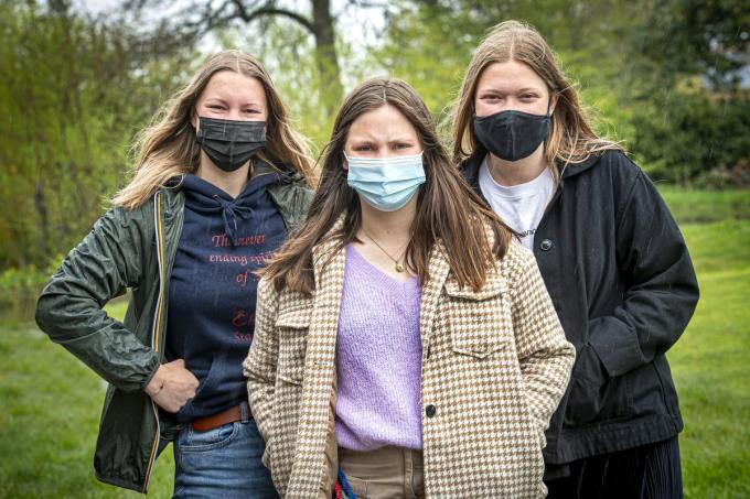 Leidsters Nell Courtens, Louana Provoost en Kato Vermeulen geven de hoop nog niet op en zoeken verder.©JOKE COUVREUR