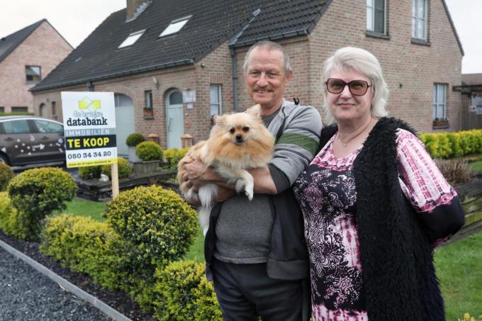 Rudy Cordier en zijn vrouw Myriam Blancke hebben hun huis te koop gezet. Ook hondje Winky en de vijf poezen verhuizen straks mee naar Spanje, waar dochter Mariska en haar gezin wonen.©Johan Sabbe