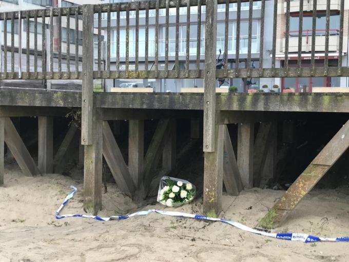 Het lichaam van Sofie Muylle werd aangetroffen onder een staketsel op het strand van Knokke.© Jan Van Maele