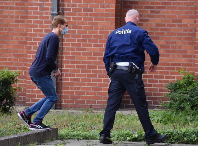Verdachte Alexandru Caliniuc dinsdag, toen hij voor de jurysamenstelling het gerechtsgebouw werd binnengebracht.© LK