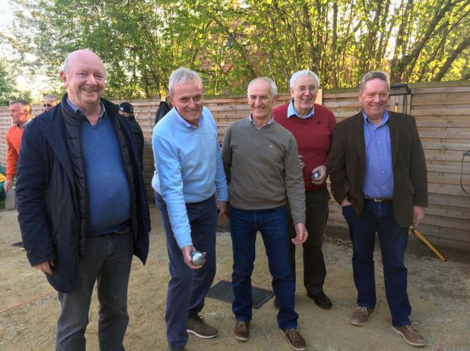 De Cocoonsmijters starten hun derde seizoen in Cocoon en Tropicana. Van links naar rechts bemerk je de bestuursploeg met Pros Vandierendonck, Hugo Pauwels, Johan Callens, Geert Debaere en Stefaan Vandenbogaerde. (Foto DRD)