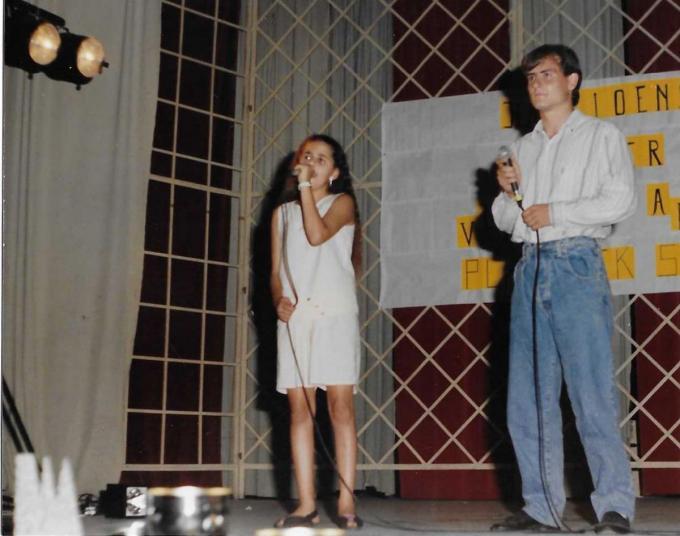 Een foto uit de jaren negentig van Glenn Robbins en Samira.© Repro PADI