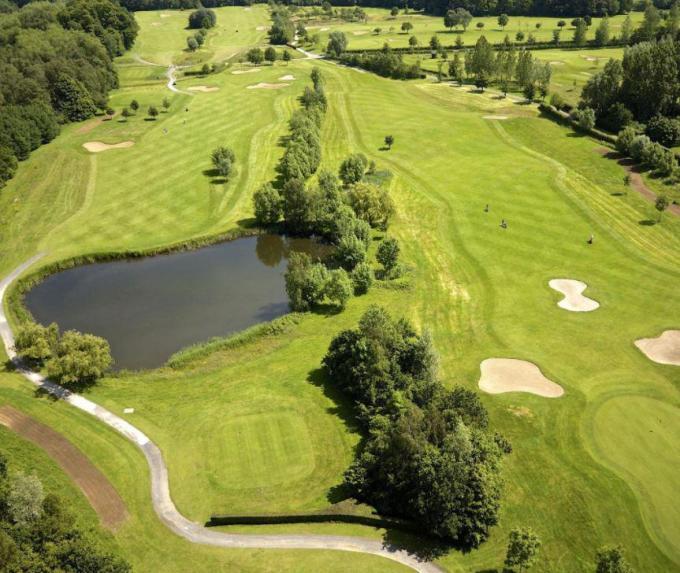 Het terrein van Golfclub De Palingbeek in Hollebeke. Enkele aandeelhouders van de club willen zich samen kandidaat stellen voor de ontwikkeling van een golfterrein in Kortrijk.©Jan Degoe GF