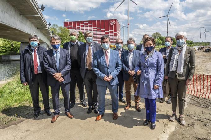 De River Terminal zal maar liefst 230 meter lang zijn. Dinsdagnamiddag kwam Vlaams minister Lydia Peeters zelf polshoogte nemen. (foto SB)© Stefaan Beel