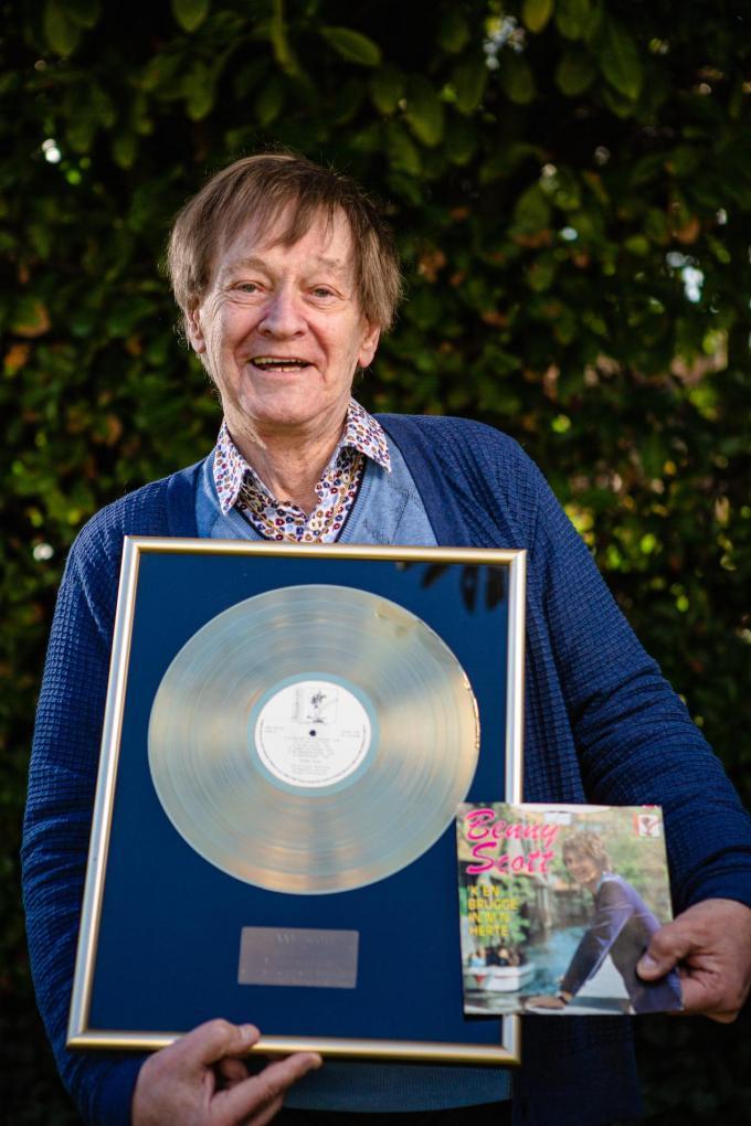 De elpee 'Met Heel M'n Herte', waar de single 'k En Brugge In M'n Herte opstaat, werd na enkele weken goud. (foto Davy Coghe)©Davy Coghe Davy Coghe