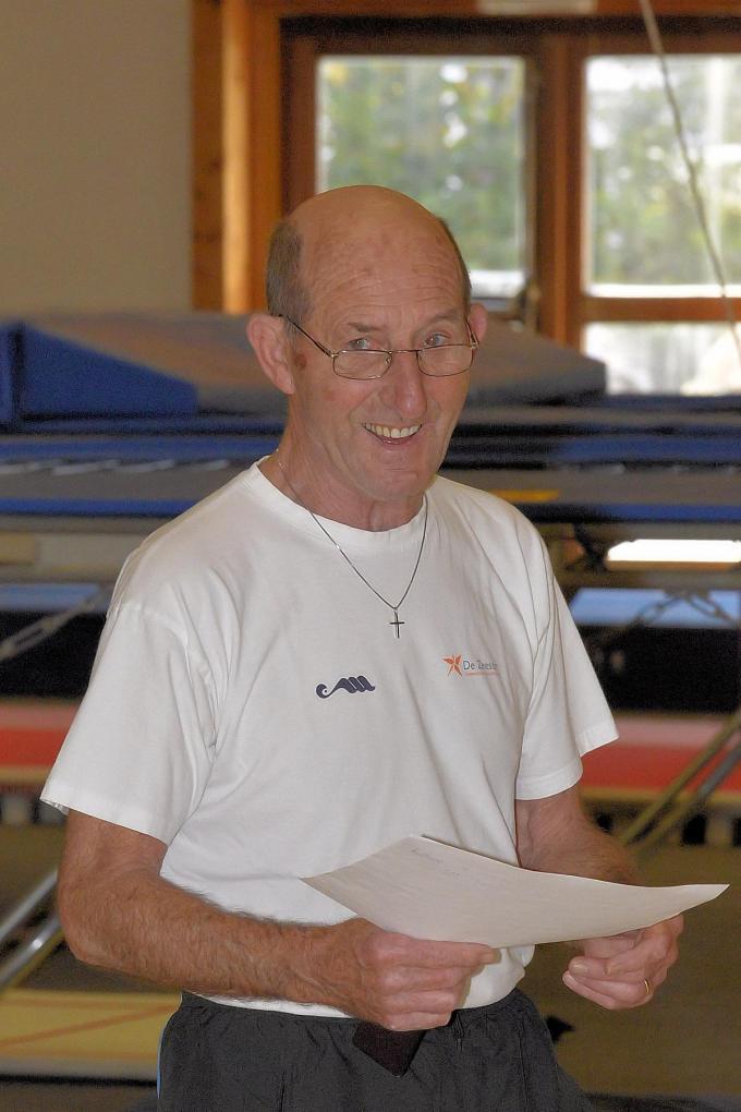 Piet Milh als lesgever bij turnclub De Zeester© FRO