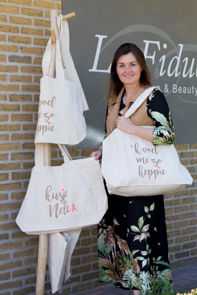 Nele Tampere met haar 'Happy Bags'. (foto EV)©Emely Vanhaecke