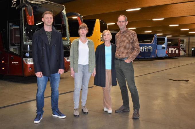 De familie Eelbode met Tom, Charlotte, Bibiane Vermeersch en Bart hoopt nog iets te kunnen maken van het toeristisch seizoen.©TOM VAN HOUTTE foto TVW