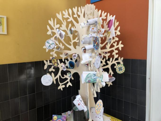 In deze boom kunnen alle leerlingen hun tekstjes kwijt.© gf