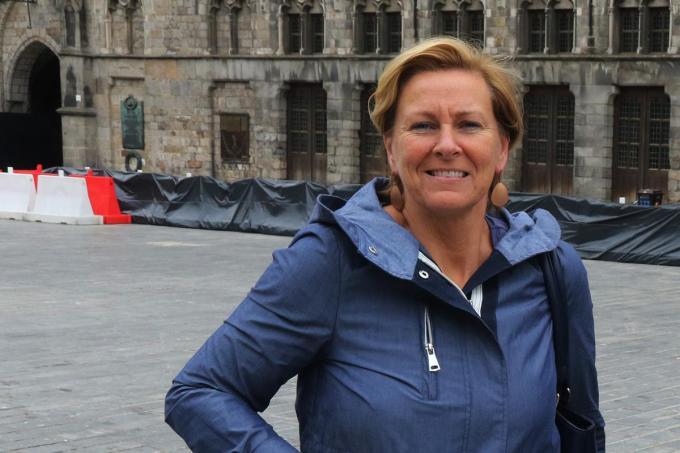 Miranda Vanderstraeten en Katjes Ieper zijn volop in de weer om alles in goede banen te leiden. (foto EF)