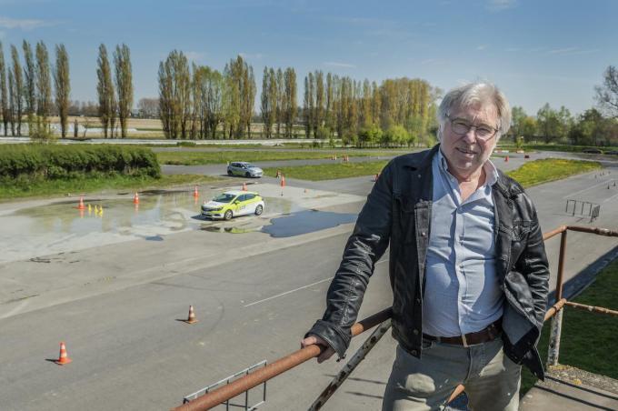 """Marc Van Herrewegen: """"Ik rij zelf met een wagen van de rijschool, ja, met belettering en bestickering."""" (foto Stefaan Beel)©STEFAAN BEEL Stefaan Beel"""