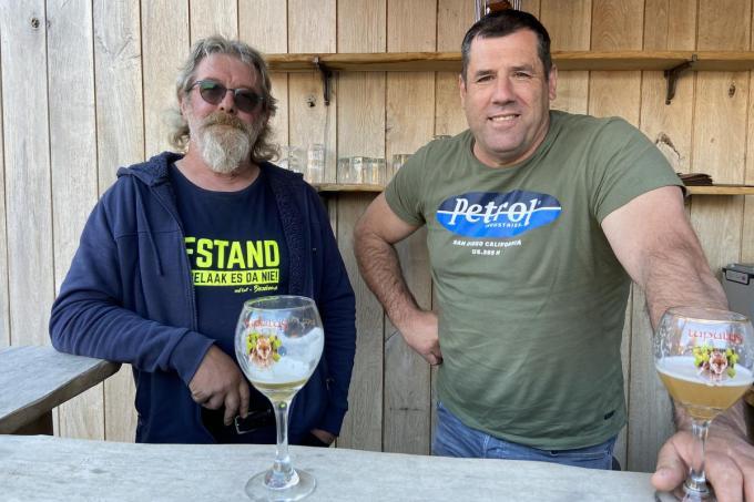 Peter De Smet (rechts) en zijn zakenpartner bij Woody's Vespa's, Geert Vanruymbeke© KVdm