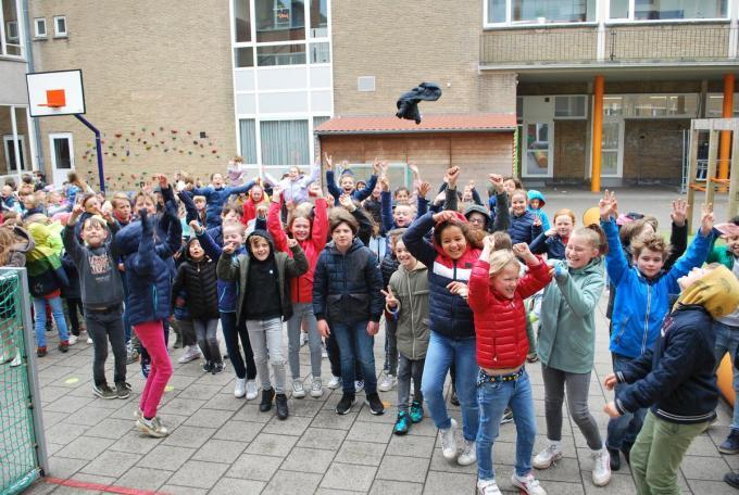 Niets dan enthousiaste kinderen bij het horen van de schoolbel.© PDC