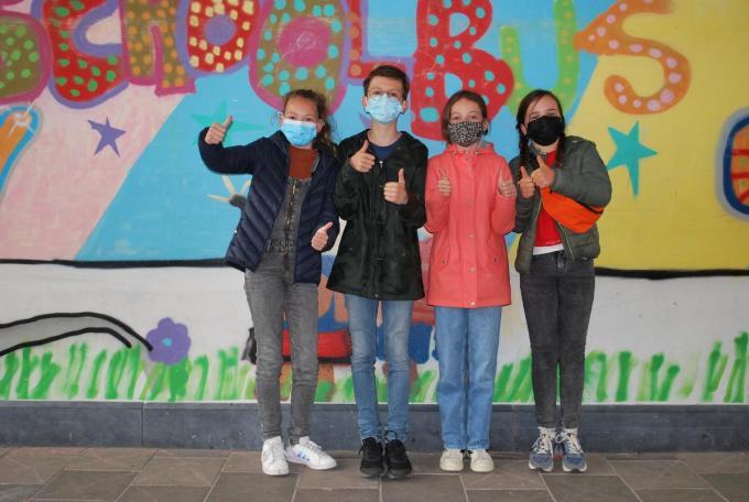 De ambassadeurs van de actie om het lied te promoten: Hanne Van Acker, Tuur Jaecques, Alice Richards en Anna De Jaegher© PDC