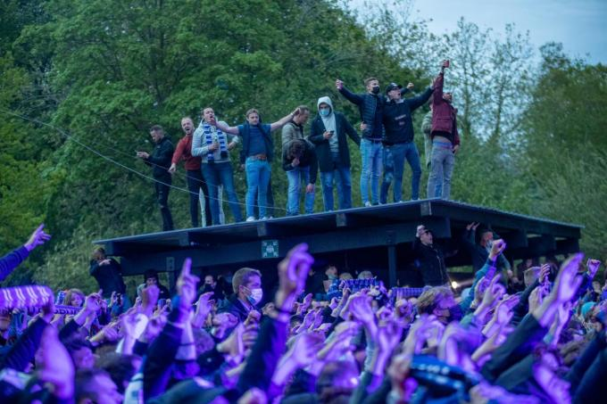 De spelers verschenen 20 minuten op het podium.©KURT DESPLENTER BELGA