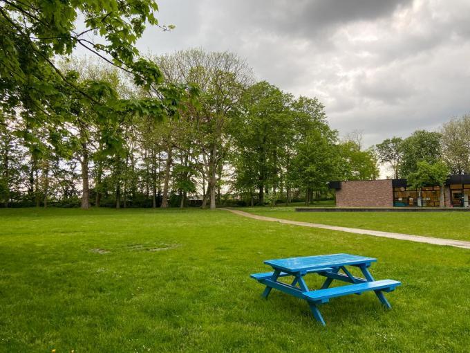 De groene weelde in het park in Wevelgem lokt veel bezoekers. (foto SL)