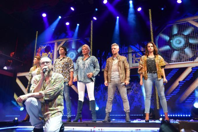Patrick Onzia (tweede van rechts) op het podium van Het Witte Paard.© PADI/Jens
