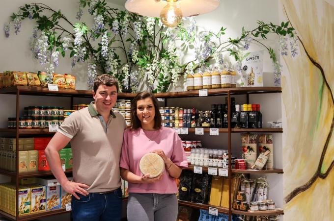 Charles Busschaert en Ann-Louise Van Houtte zijn met Smaak van Kaas nu terug te vinden in de Kortrijkstraat 4.© foto KV