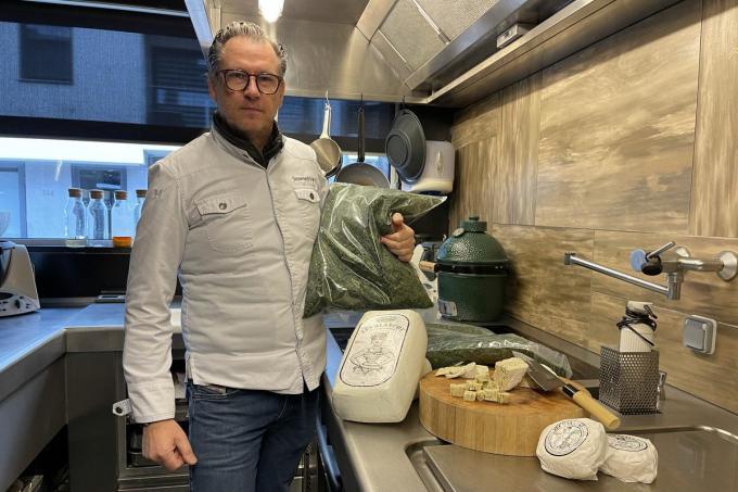 Donald Deschagt roert 25 jaar in de potten in Le Homard et la Moule. Hij was pionier in het gebruik van wieren en algen.©Jeffrey Roos
