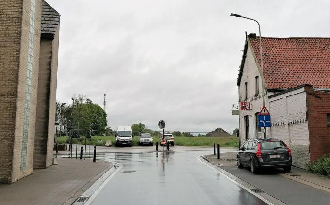 Op het kruispunt van de Gottemstraat en Wontergemstraat zal je voortaan rechtdoor de verbindingsweg kunnen oprijden. (foto TVW)
