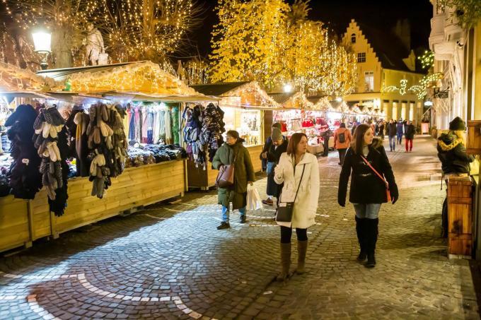 De houten kerstchalets zullen niet meer te zien zijn in het straatbeeld rond eindejaar. (foto Davy Coghe)©Davy Coghe Davy Coghe