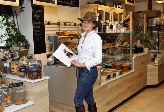 Belinda presenteert haar eerste boek met koekjesrecepten.© MVO