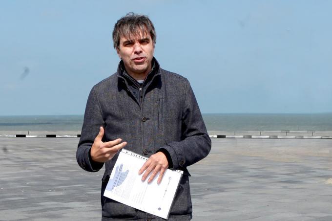 Peter Monbailleu op de zeedijk aan de Rotonde in Westende.© PADI/Daniël