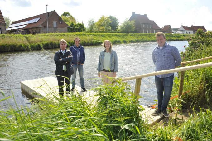 We herkennen burgemeesters Jos Sypré en Jan de Keyser, schepenen van Sport Patricia Waerniers en Sam Van De Caveye. (foto GST)