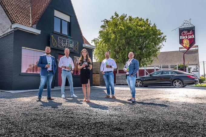 Steven Swaenepoel, Dieter Haspeslagh, Tom Van den Eynde en Brecht Vanderper zijn de vier kerels achter de escapebar- en room. Kimberley Damme zal het concept uitbaten.©Wouter Meeus