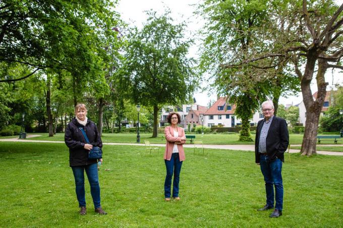Sandra Wintein, Annick Lambrecht en Pol Van Den Driessche in het Minnewaterpark.© Davy Coghe