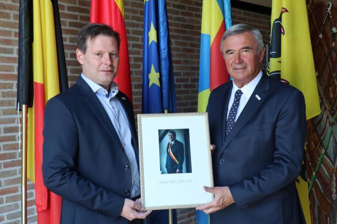 Huidig burgemeester van Wingene Lieven Huys en oud-burgemeester Hendrik Verkest.© (Foto GF)