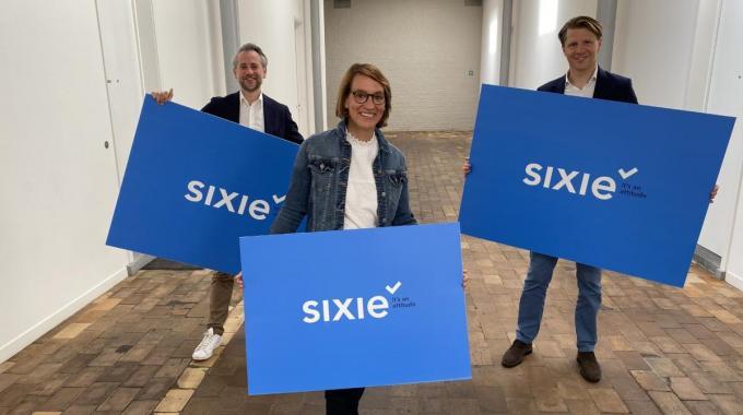 Axel Ronse en Pieter Marechal zijn jeugdvrienden. Collega Elisabeth was meteen enthousiast toen ze het idee van Sixie aan haar voorstelden.
