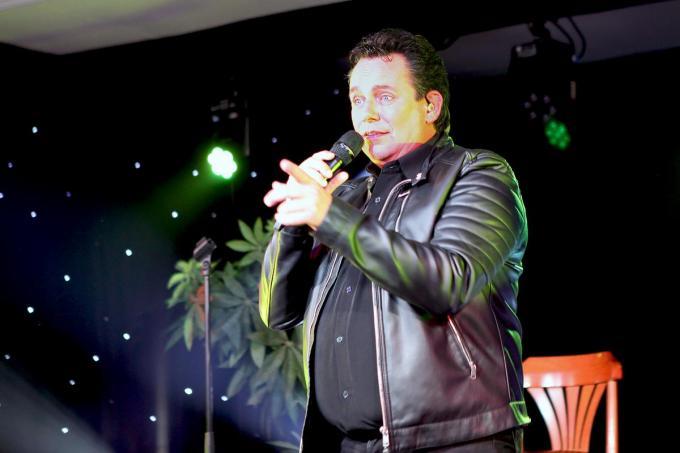 Phil Kevin op een podium.© PADI/Daniël