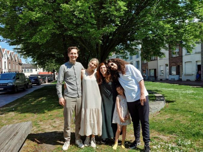 Harry en Jerina (rechts) samen met Dorien en Marniek, de initiatiefnemers van de crowdfunding.© gf