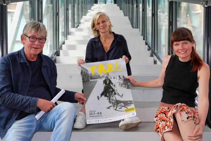 Festivalcoördinator Luc Muyllaert,gastcurator Caroline Pauwels,en Jozefien Mombaerts,programmator Jong Theater,stelden in De Grote Post de editie 2021 van Theater aan Zee voor.©Peter MAENHOUDT