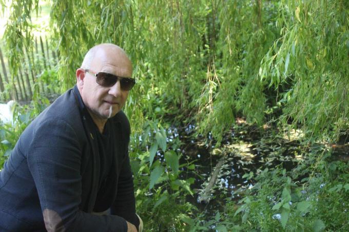 Johan Desender bij de vijver in het stadspark. (foto ACK)©type=