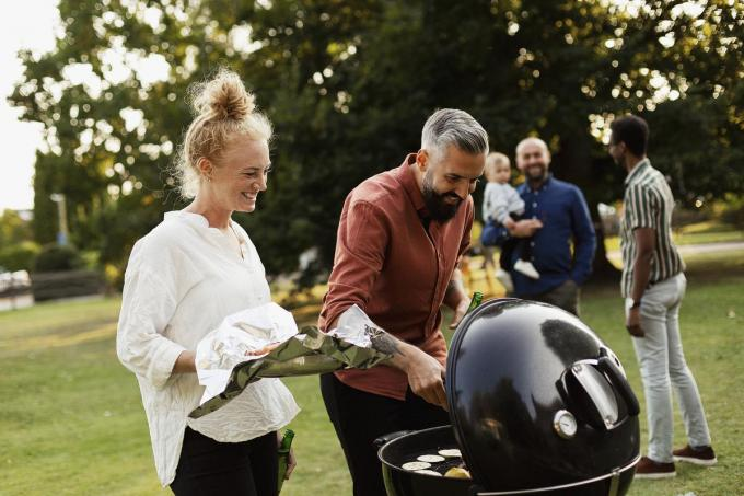 Barbecueën is niets voor zuurpruimen, vinden De Fielesoofen. (foto JS)©Johner Images Getty Images/Johner RF