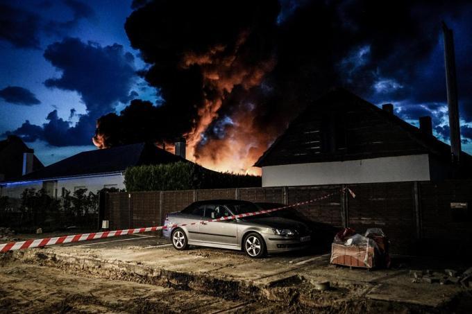 De zware brand woensdagavond verwoestte het hoofdkwartier van Brooklyn in Stasegem.© CLL