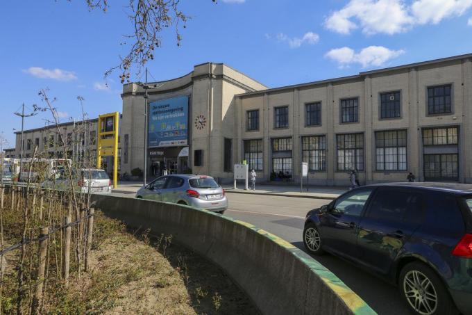 Het huidige stationsgebouw van Kortrijk zal verdwijnen en plaatsmaken voor een nieuw treinstation.©NICOLAS MAETERLINCK BELGAIMAGE