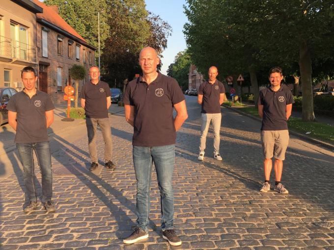 We zien de bestuursleden van KWC De Sasspurters met v.l.n.r. Kris Ollevier, Jan Laurens, Geert Geeraert, Kurt Regheere en Wim Van Cauwenberge. (foto FB)