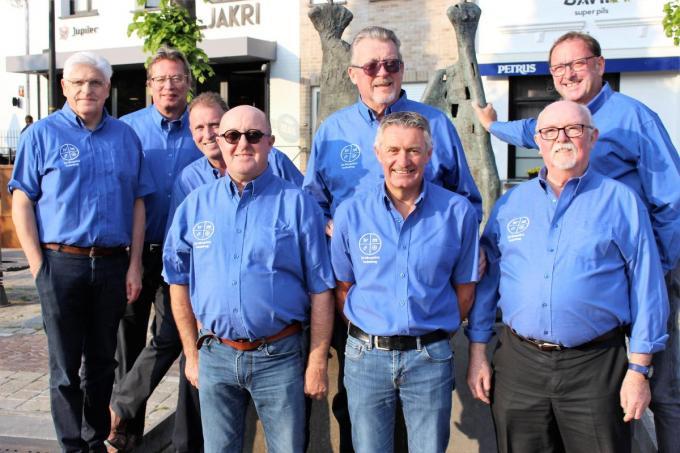 Het bestuur van Mosquito's met vooraan Danny Rosseel, Frank Tanghe en Robert Marchand en achteraan Jos Desmeth, Francis Bosman, Yannick Vandierendonck, Willy Gryson en Jaak Lingier.© (Foto LIN)