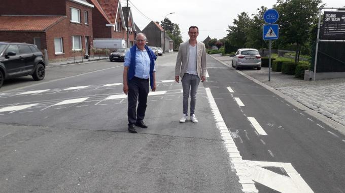 burgemeester Dirk Sioen en mobiliteitsschepen Koen Meersseman.© (Foto NVZ)