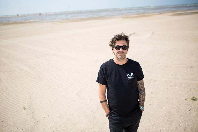 Sergio Herman op het strand van Zeebrugge.© Davy Coghe