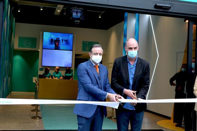 Burgemeester Bart De Wever en Hans Bourlon openden 'ATLANTIS'.© PADI/Daniël