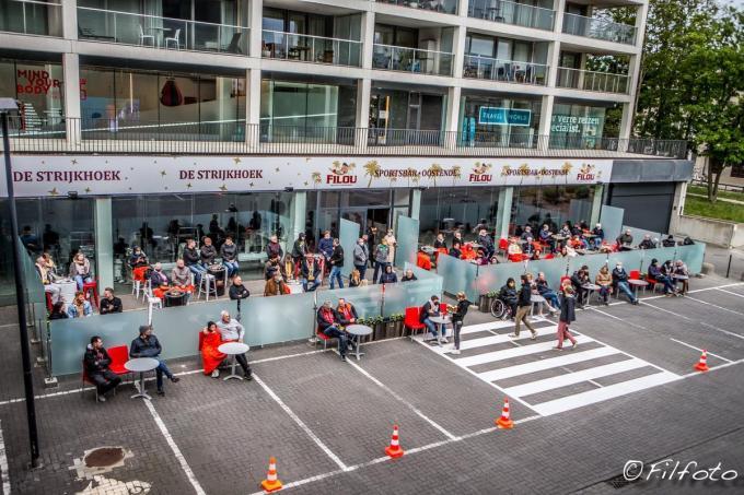 De matchen van de Rode Duivels op het EK zijn van op het terras van de Filou Sportsbar te volgen.© foto Facebook Filou Sportsbar Oostende.