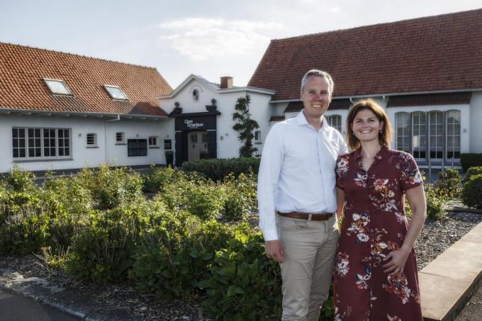 Zaakvoerder Alexis Maes en Wendy Knockaert voor Cleen Schardauw dat straks weer mag openen.©jan_stragier Jan Stragier