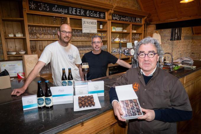Alexander Verlinde en Bart Mortier van brouwerij Jus de Mer en Filip De Meulenaere, zaakvoeder van Huis Vereecke.©luc cassiman 0473616028 MIDDELKERKE