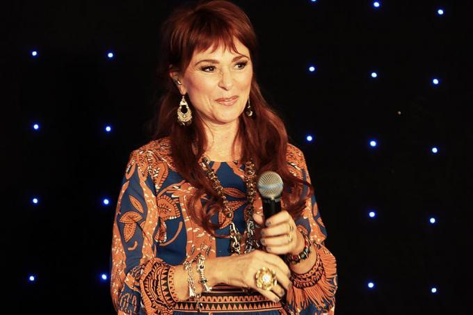 Lisa blaast op 9 juni 60 kaarsjes uit en staat 30 jaar op het podium.© PADI/Daniël