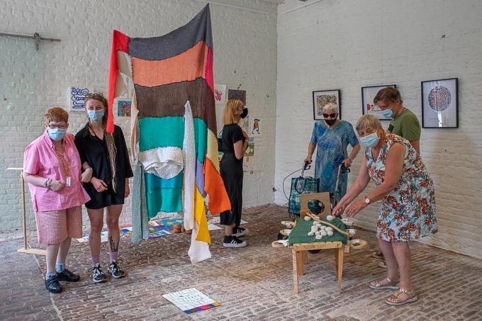 """Leefgroep """"Comfort"""" van Mivalti bezoekt samen met hun begeleiders de tentoonstelling.©Wouter Meeus foto WME"""